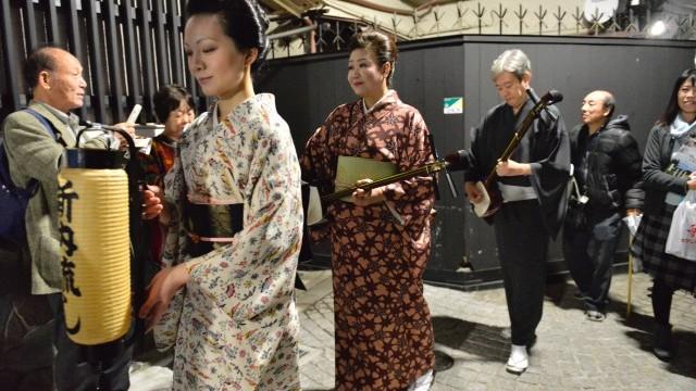 Kagurazaka Street stage O-edo Tour, 12 -13 November 2016. Photo © ARCSHIP_大谷. Courtesy of Tokyo Metropolitan Government.