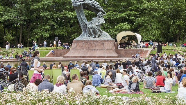 Chopin concert at Lazienki Park  Photo © Marcin Czechowicz, Courtesy of City of Warsaw