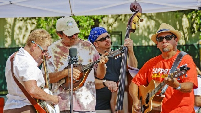 Live Music at Farmers Market. Photo ©Michael Knox; courtesy of City of Austin