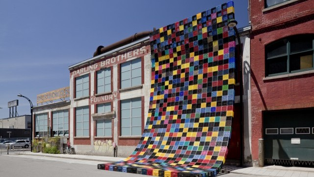 Courte-Pointe (Quilt) wraps around the building of the Darling Foundry Photo © Guy L'Heureux, Fonderie Darling, Courtesy of Ville de Montréal
