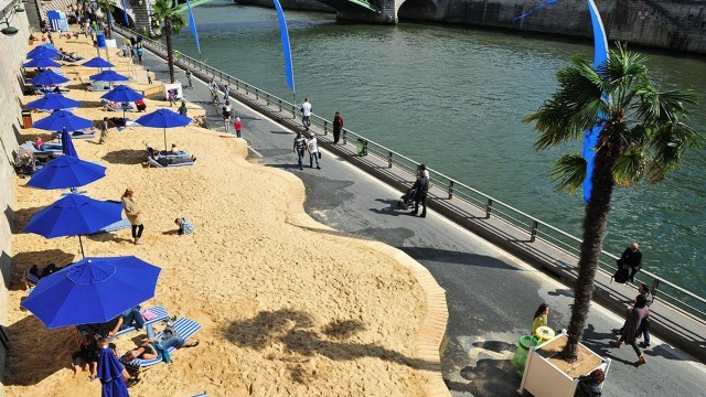 Paris Plage  Photo © Livia Leres (SIPA Press), Courtesy of IAU Ile-de-France